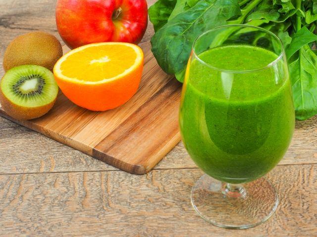 グリーンスムージーで使う7種類の葉野菜の効果とレシピについて